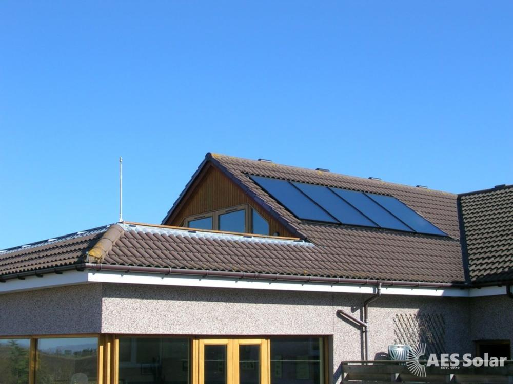 Roof-integrated solar thermal hot water system in Turriff, Aberdeenshire